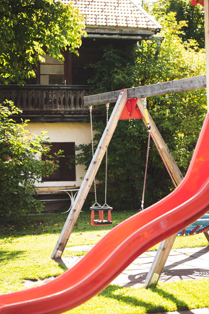 Spielplatz im Sommer - Der Dolomitenhof